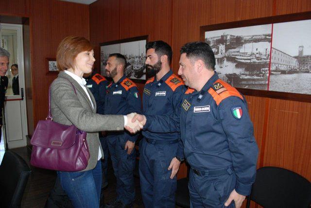 Marta Grande in visita alla Guardia costiera