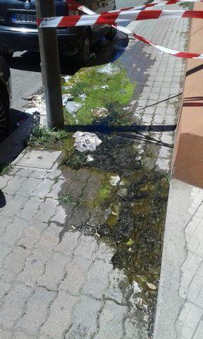 Perdita idrica con vellutino a via Terme di Traiano: residente rassegnati