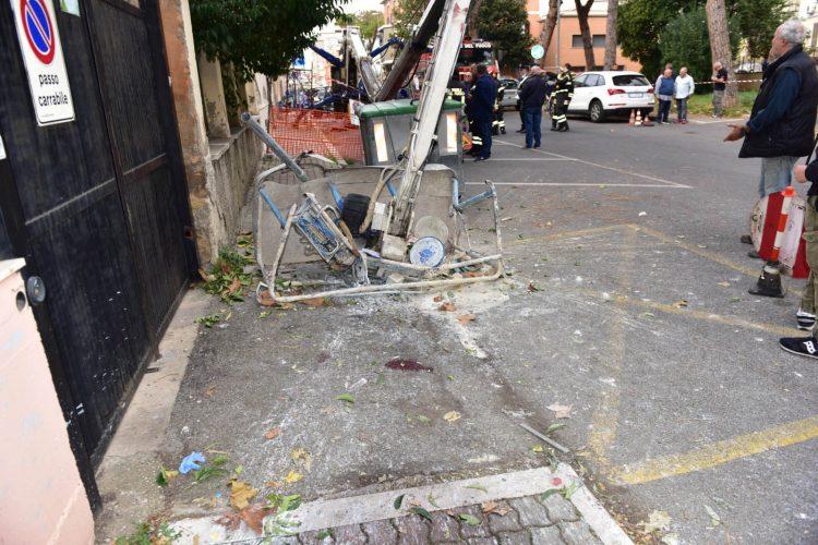 Incidente a via Calisse: migliorano le condizioni dell'operaio