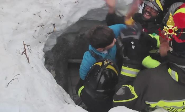 Paolo De Montis, vigile del fuoco tra i soccorritori dell'hotel Rigopiano
