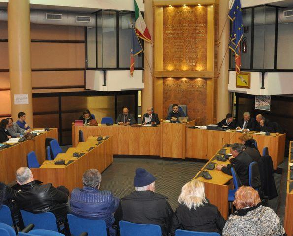 Ladispoli, il consiglio dice sì al bilancio