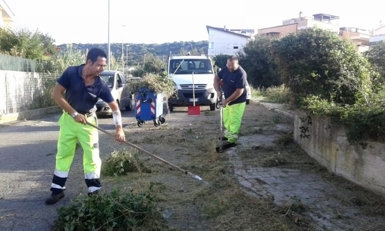 Avviata l'opera di ripulitura dei rioni cittadini