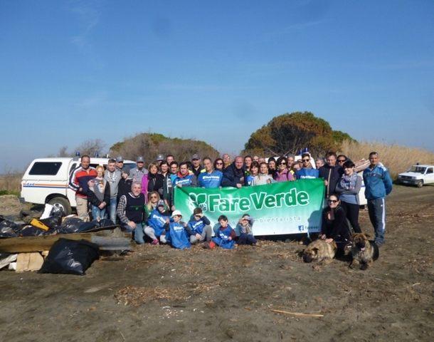 Grande partecipazione alla pulizia della spiaggia di San Giorgio organizzata da Fare Verde