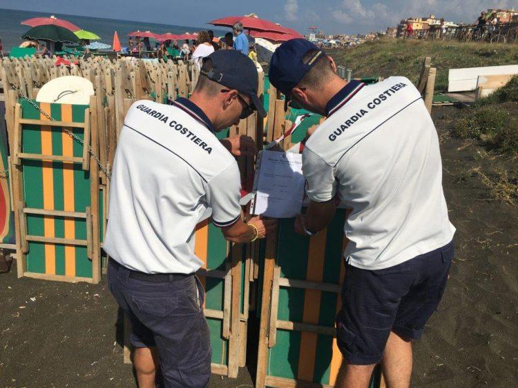 Ladispoli, occupazione abusiva della spiaggia: sequestrati lettini
