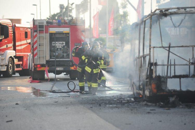 Bus in fiamme: aperta anche un'indagine interna