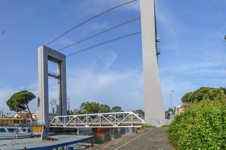 Ponte Due Giugno, lavori e polemiche