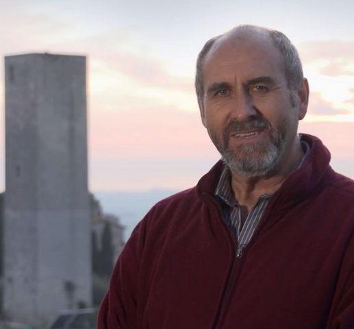 Cimitero privato, Ernesto Cesarini attacca l'avversario Anselmo Ranucci