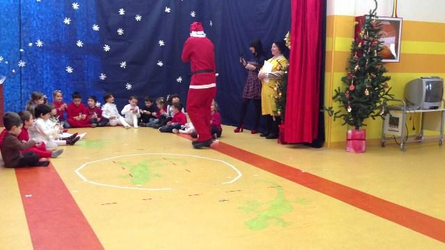 Tanto entusiasmo per la recita di Natale dei bambini dell'Infanzia