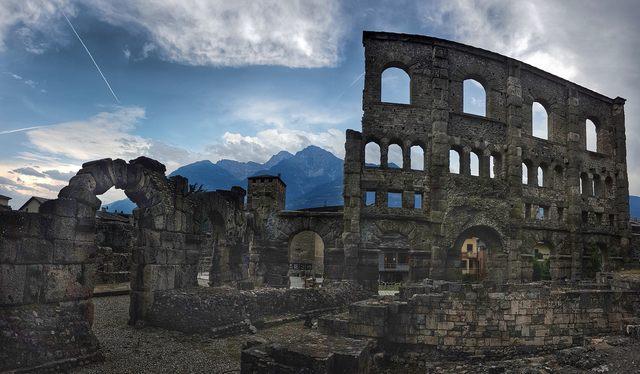 Il teatro romano ad Aosta (foto Dario Urbani)