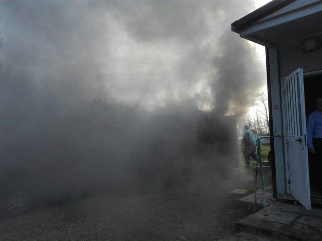 Falegnameria in fiamme sulla Braccianese: intervento dei Vigili del fuoco