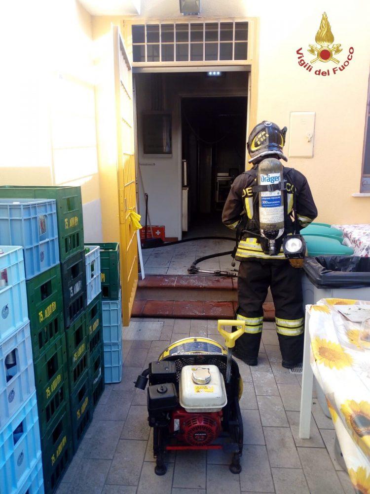 Incendio in un ristorante a Santa Marinella: intervento dei Vigili del fuoco