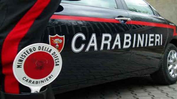 Beccato dai Carabinieri mentre butta una dose di droga dal finestrino: 38enne ai domiciliari