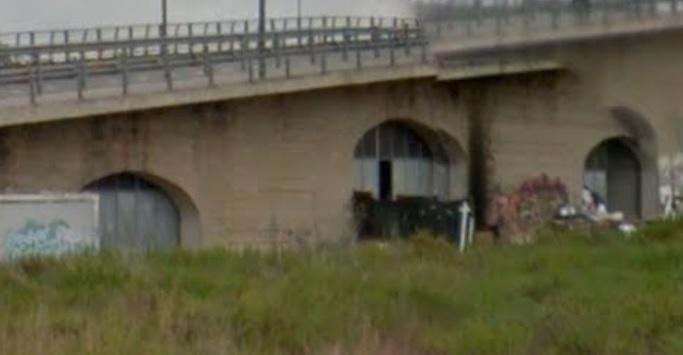Locali sotto al ponte di viale Europa, al via lo sgombero