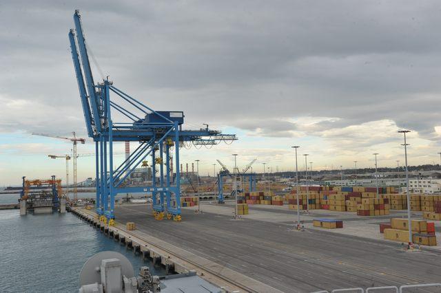 Incidente al porto: grave un camionista