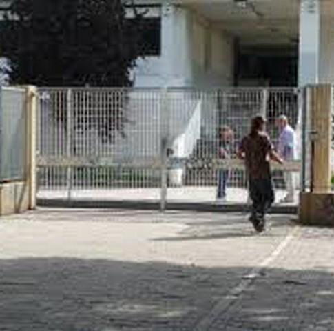 Tredicenne aggredita fuori dalla scuola