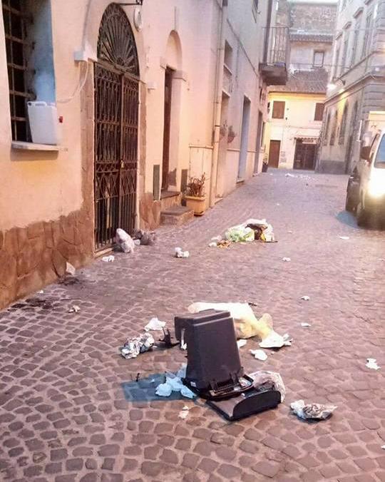 Atti vandalici nel centro storico