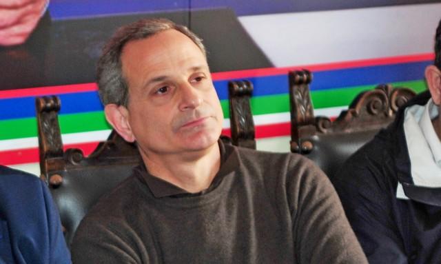 Forza Italia, su Facebook volano gli stracci