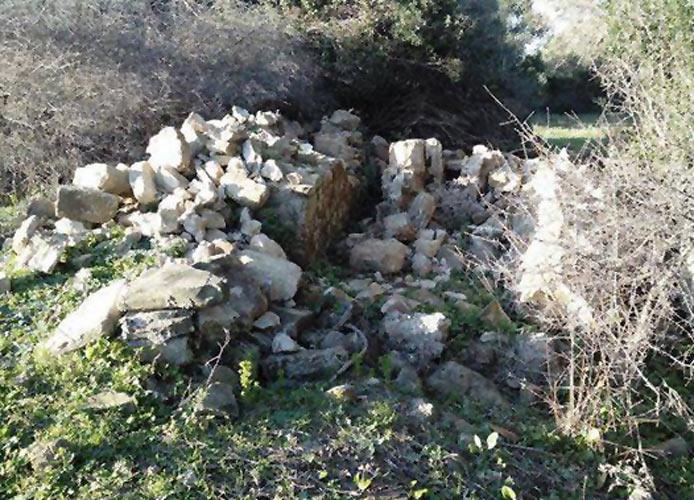 Atto vandalico ai danni del muro della Castellina