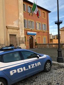 Tarquinia, aggredisce i poliziotti: bloccato grazie allo spray all'oleoresin capsicum