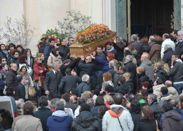 Cattedrale gremita per l'addio a Bruno Scarmigliati