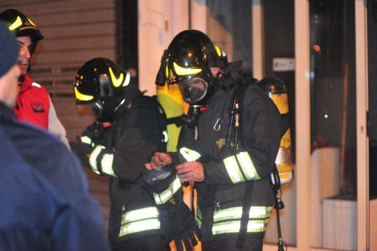 Incendio in un locale: paura in centro