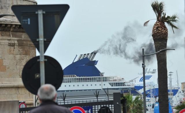 Inquinamento al porto: preoccupato il personale della Dogana