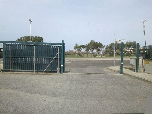 Il cancello va abbattuto