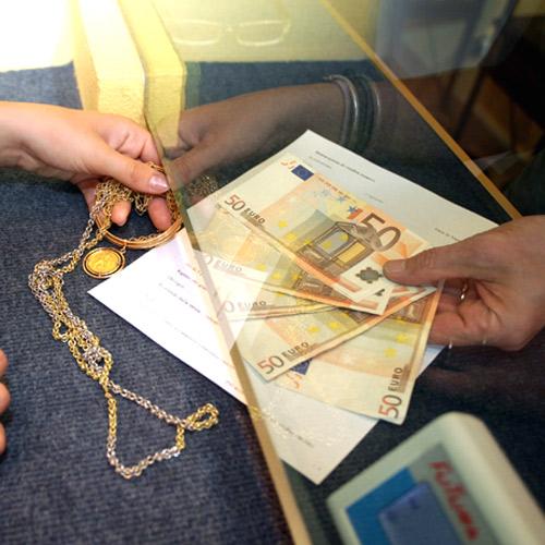 Ricettazione e detenzione illegale di armi: gioielliere trasferito a Napoli
