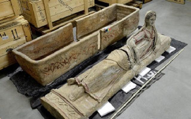 Anche sarcofagi di Tarquinia tra i reperti recuperati a Ginevra