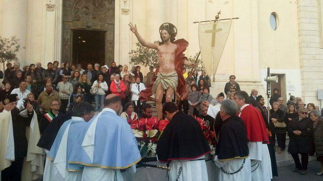 Cristo Risorto, sfila la processione