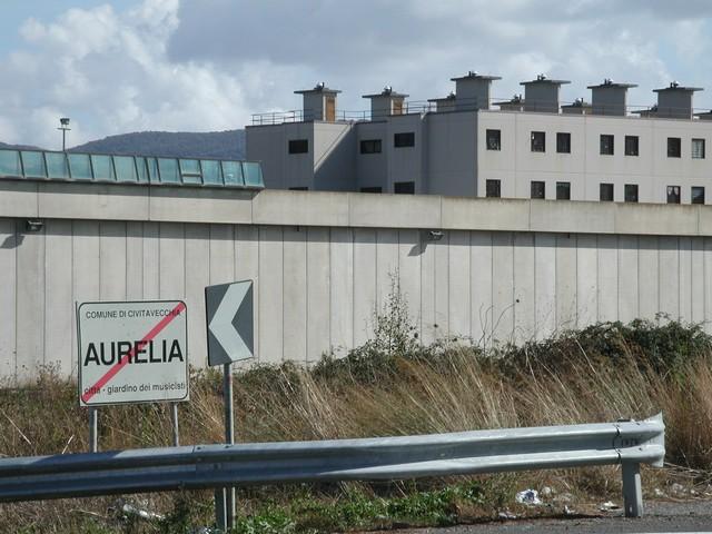 Cella distrutta ed agenti feriti: caos al carcere di Borgata Aurelia