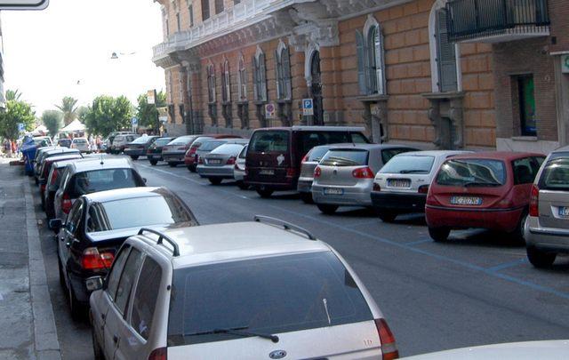 Via Cialdi: squarciate le ruote delle macchine di tre legali