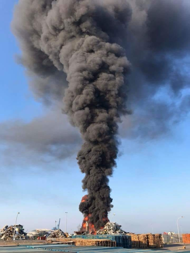 Vasto incendio in zona industriale