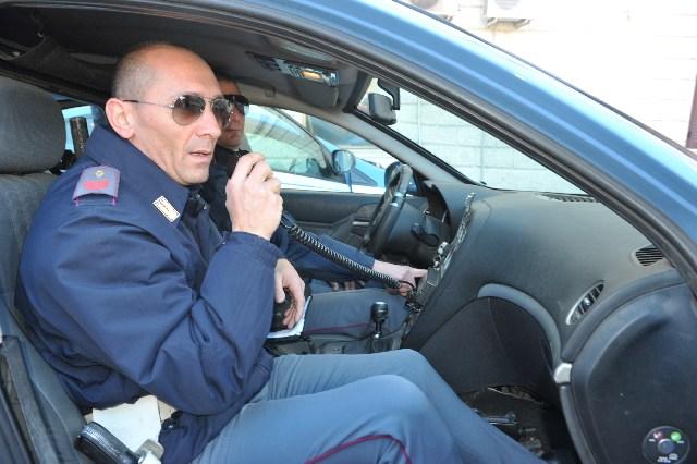 Ladro in fuga tenta di investire un poliziotto: arrestato