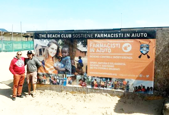 Una spiaggia e lo sport che unisce