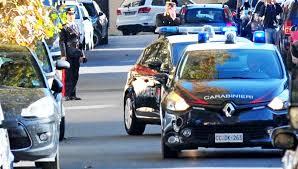 Rubano bagagli da un'auto: arrestati due rom