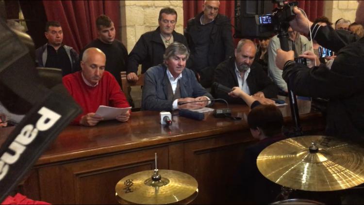 Tarquinia, saluto romano: la maggioranza diserta il consiglio comunale