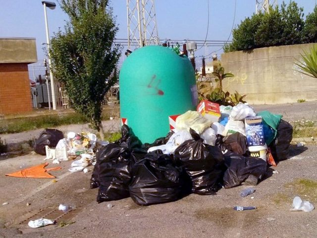 Torna l'emergenza rifiuti abbandonati