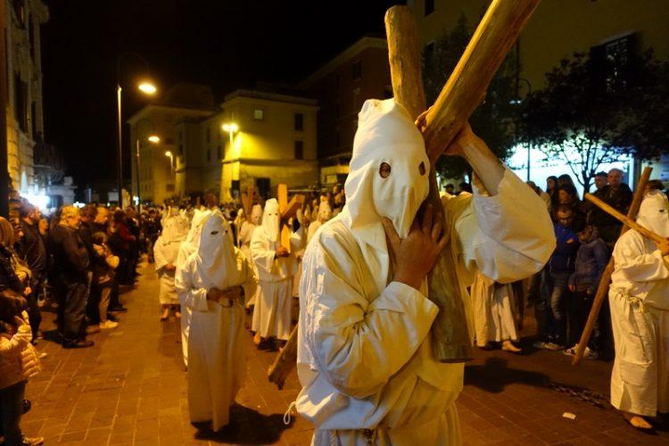 Grande partecipazione per la Processione del Cristo Morto
