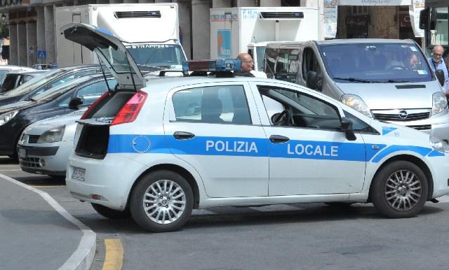Tassista abusivo nella rete della Polizia locale