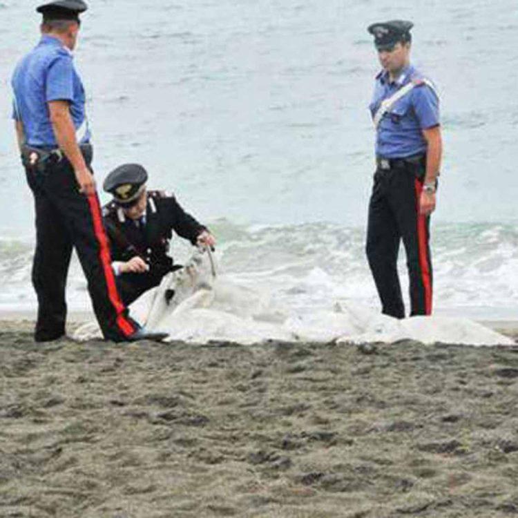 Trovati due cadaveri in spiaggia