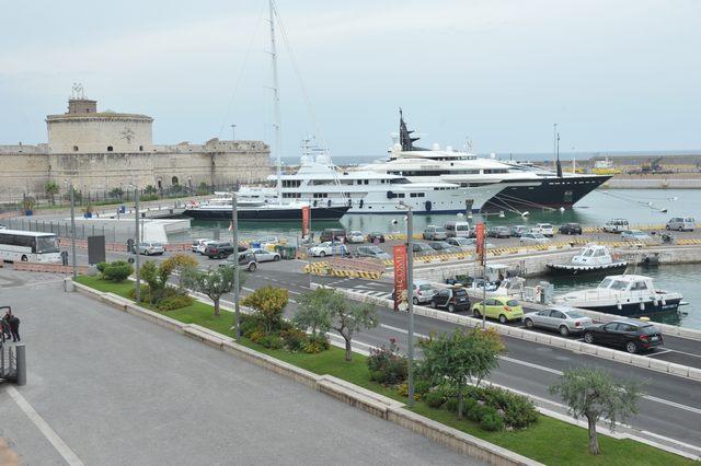Mensurati di nuovo all'attacco sulla gestione dei mega yacht