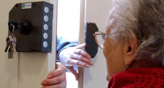 Si finge un comunale e tenta di truffare un'anziana