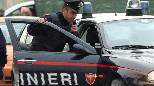 """Furto con destrezza: quattro """"abbracciatori"""" nella rete dei Carabinieri"""