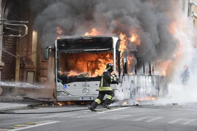 Roma: autobus esplode a via del Tritone