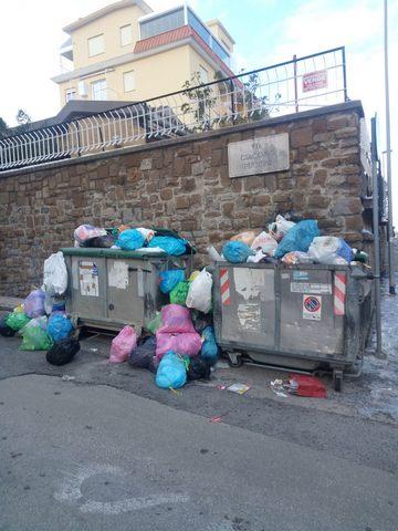 Borgo Odescalchi, i residenti: ''Dove sono i nostri cassonetti?''