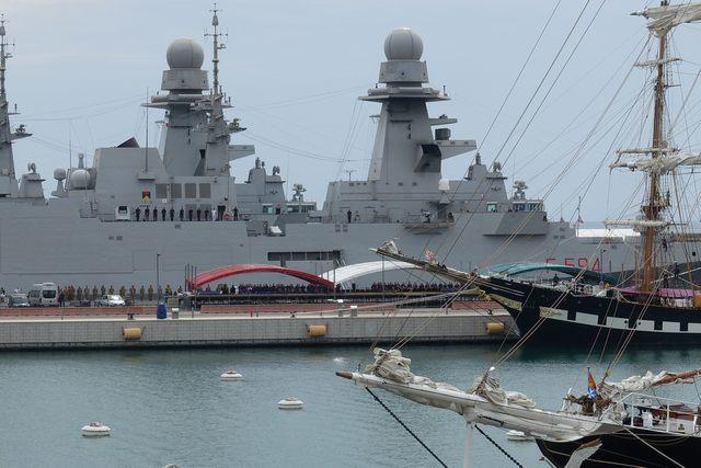 Il presidente Mattarella in porto per la festa della Marina Militare