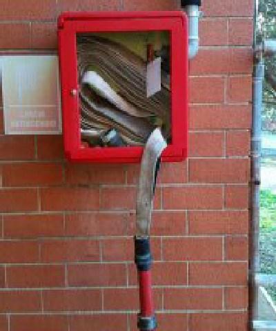 Sfondate le cabine antincendio  della materna L'Aquilone