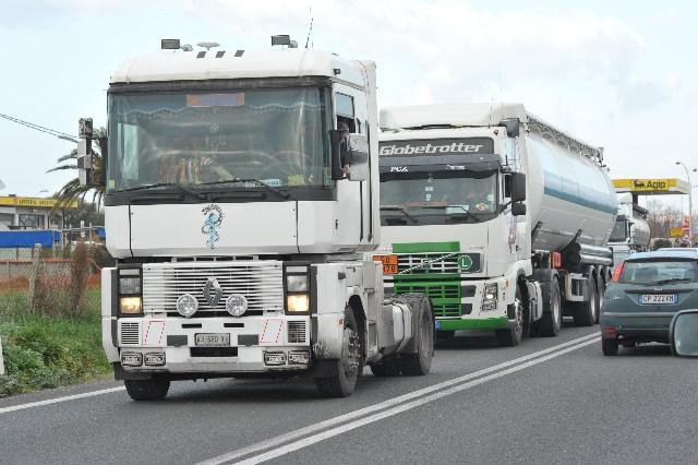 Viacard: gli autotrasportatori vanno in Regione