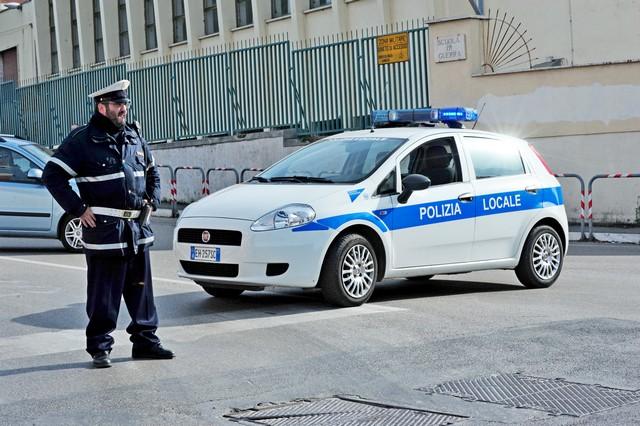 Traffico pesante e prostituzione in strada: la Mediana nel mirino della Polizia locale